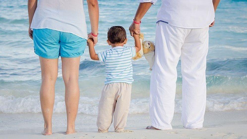Familie-Strand - Bildquelle: mario0107 (CC0-Lizenz)/ pixabay.com)