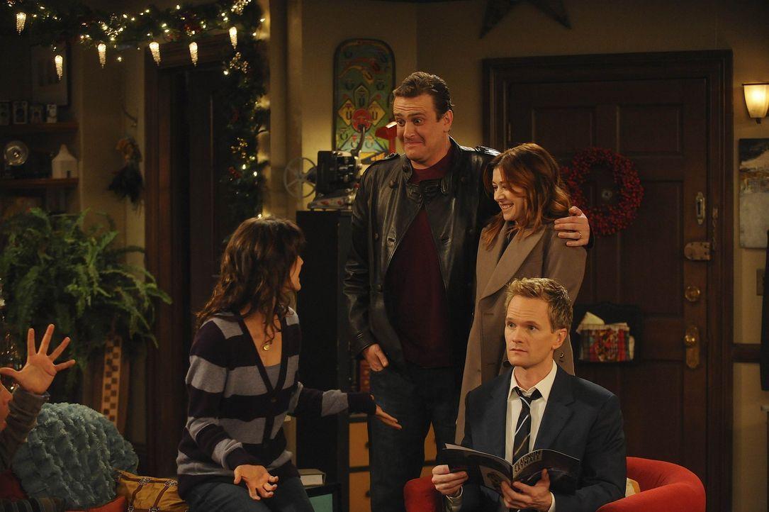 Marshall (Jason Segel, 2.v.r.) und Lily (Alyson Hannigan, 2.v.l.) haben eine Überraschung für Ted, Barney (Neil Patrick Harris, r.) und Robin (Cob... - Bildquelle: 20th Century Fox International Television