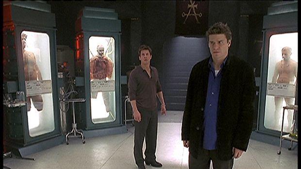 Eine Spur führt Angel (David Boreanaz, r.) und Lindsey (Christian Kane) zu ei...