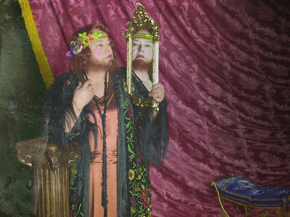 (4. Staffel) - Bringt nicht nur als bärtige Frau in der Freak Show die Gemüter zum Kochen: Ethel Darling (Kathy Bates) ... - Bildquelle: Frank Ockenfels 2014, FX Network. All rights reserved.