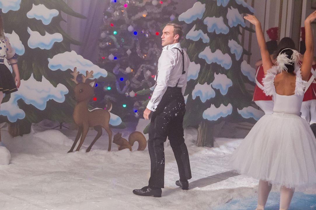 Wird er am Weihnachtsfest der königlichen Familie teilnehmen dürfen? Jasper (Tom Austen) ... - Bildquelle: Matt Frost 2016 E! Entertainment Television, LLC