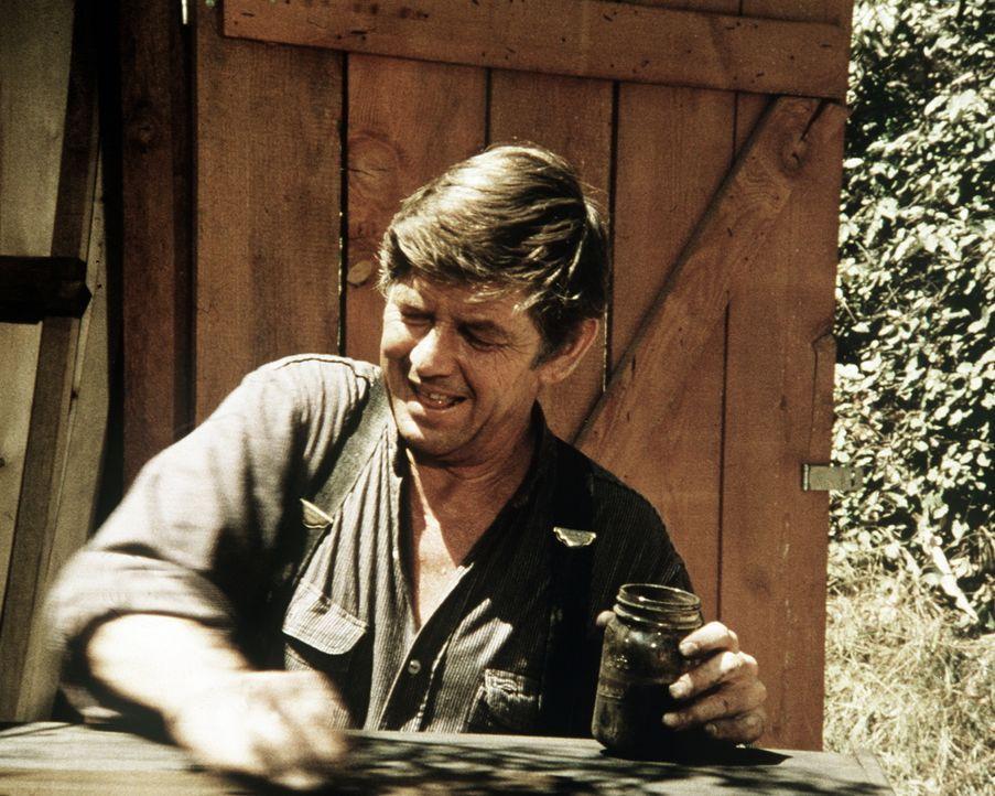 John Walton (Ralph Waite) ist gar nicht wohl bei dem Gedanken, dass er an dem bevorstehenden Klassentreffen teilnehmen soll. - Bildquelle: WARNER BROS. INTERNATIONAL TELEVISION