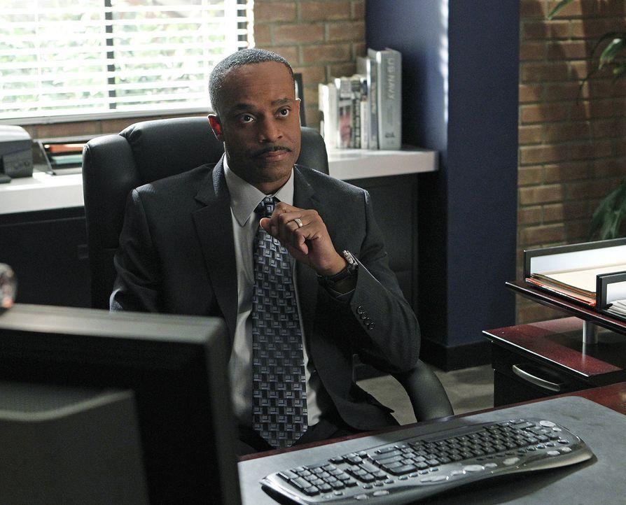 Beauftragt Gibbs und sein Team, den sogenannten Hafenmörder zu überführen: NCIS Director Leon Vance (Rocky Carroll) ... - Bildquelle: CBS Television