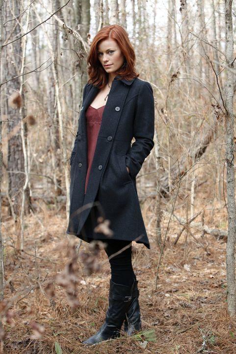 Damon ist überrascht, als er die Gründe für ihre Rückkehr von Sage (Cassidy Freeman) erfährt ... - Bildquelle: Warner Brothers