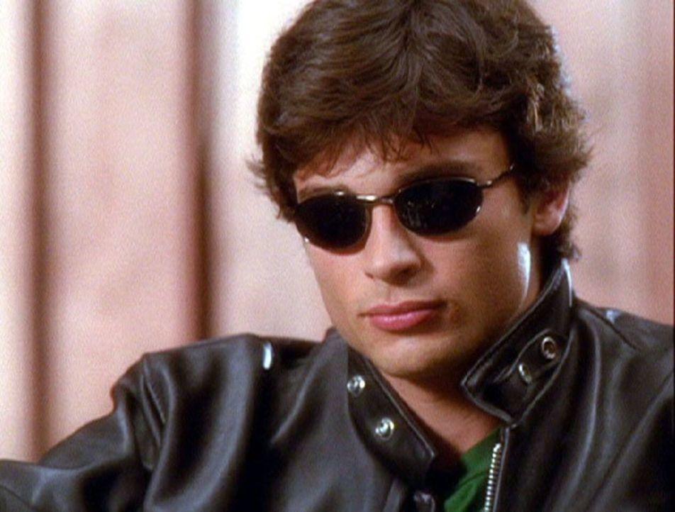 Nachdem sich Clark (Tom Welling) den neuen rubinroten Klassenring angsteckt hat, ist er nicht mehr wiederzuerkennen ... - Bildquelle: Warner Bros.