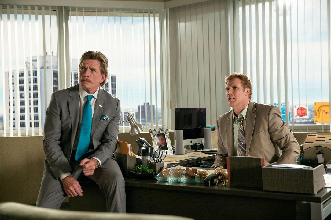 Als hätte es Brad (Will Ferrell, r.) mit dem muskulösen, coolen Ex-Mann seiner Frau nicht schon schwer genug, macht ihm auch sein Chef Leo (Thomas H... - Bildquelle: (2017) Paramount Pictures.