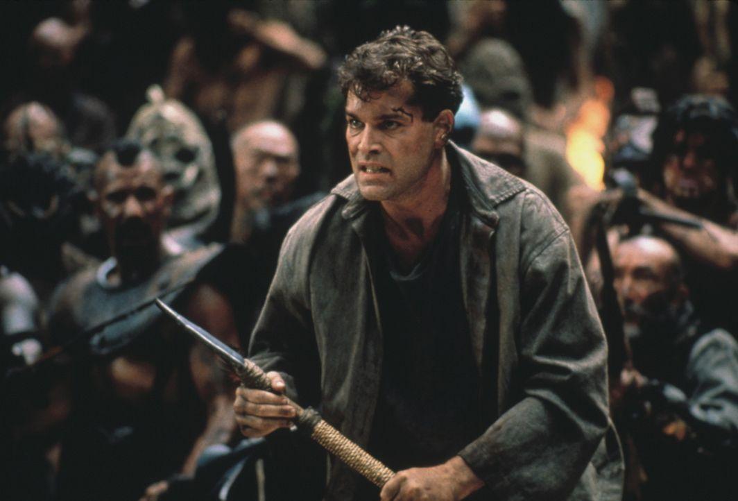 Robbins (Ray Liotta) in einem archaischen Duell ... - Bildquelle: Columbia Tristar International Television