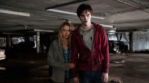 Als sich Zombie R (Nicholas Hoult, r.) eines Tages in Richtung Stadt auf Nahr...