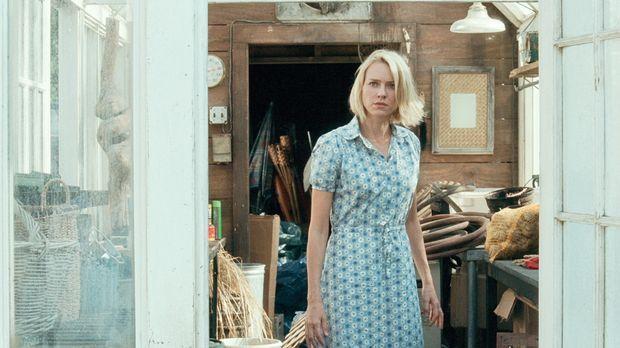 Ann (Naomi Watts) freut sich auf einen erholsamen Urlaub in ihrem Ferienhaus...