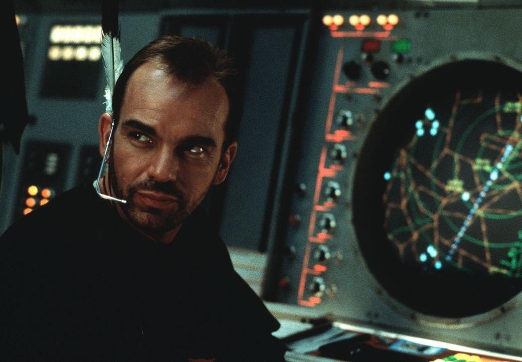 Fluglotse Russell Bell (Billy Bob Thornton) scheint seinem Kontrahenten in allen Belangen überlegen zu sein. Das kann sich Nick natürlich nicht gefa... - Bildquelle: TWENTIETH CENTURY FOX