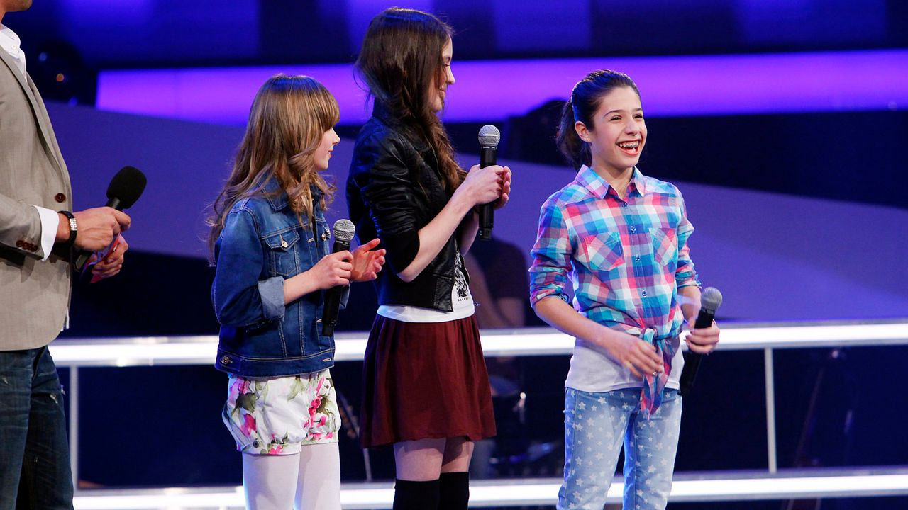The-Voice-Kids-epi05-JulikaMicheleMarie-4-SAT1-Richard-Huebner - Bildquelle: SAT.1/Richard Hübner
