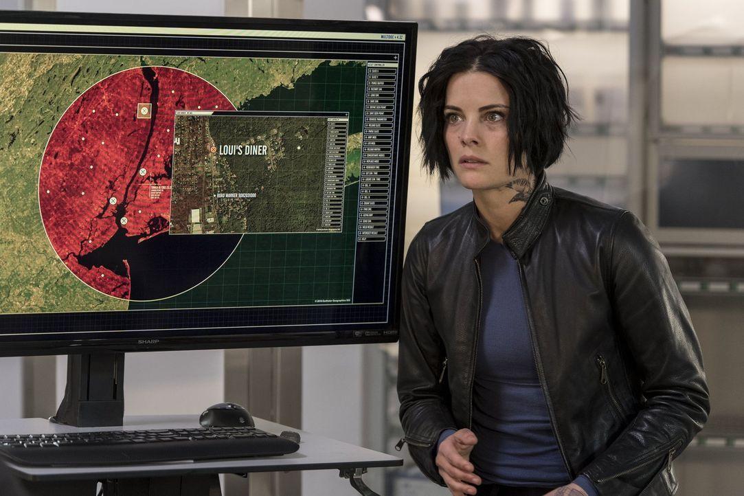 Als es Jane (Jaimie Alexander) endlich gelingt, in die FBI-Zentrale zu kommen, hat sie große Neuigkeiten im Gepäck: Borden ist ein Maulwurf - und Pa... - Bildquelle: Warner Brothers