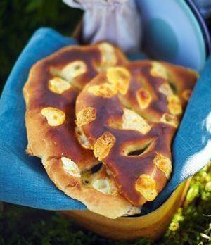 Rosmarin-Lavendel-Brot mit Ziegenkäse