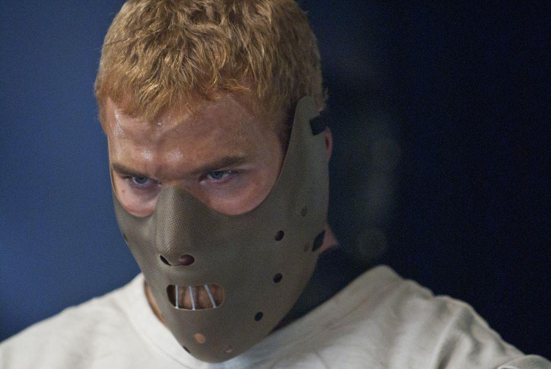 David (Kellan Lutz) bleibt nichts anderes übrig, als zehn tödliche Fights zu bestreiten, um seine Freiheit wiederzuerlangen. Doch er hat einen äu... - Bildquelle: Sony Pictures Television Inc. All Rights Reserved.