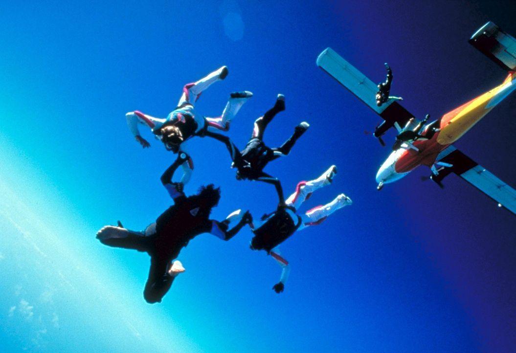 Die verwegene Fallschirmspringer-Truppe von Ty Moncrief plant einen schier unglaublichen Coup ... - Bildquelle: Paramount Pictures