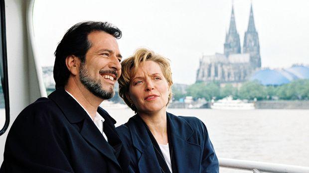 Olaf (Hans Schenker, l.) und Diane (Eva Scheurer, r.) machen sich ein paar sc...