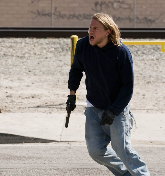"Die ""Liga  Amerikanischer Nationalisten"" will den Club zu Fall bringen und die Stadt übernehmen, doch das lässt Jax (Charlie Hunnam) auf keinen Fa... - Bildquelle: 2009 Twentieth Century Fox Film Corporation and Bluebush Productions, LLC. All rights reserved."