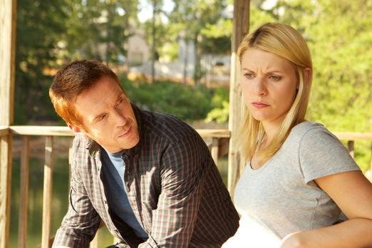 Homeland - Carries (Claire Danes, r.) Gefühle für Brody (Damian Lewis, l.) la...