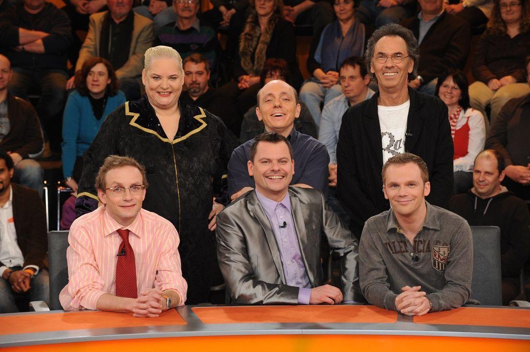 """Heute bei """"Genial daneben"""": Wigald Boning, Hella von Sinnen, Bernhard Hoëcker, Ingo Appelt, Hugo Egon Balder, Ralf Schmitz (v.l.n.r.) - Bildquelle: Sat.1"""