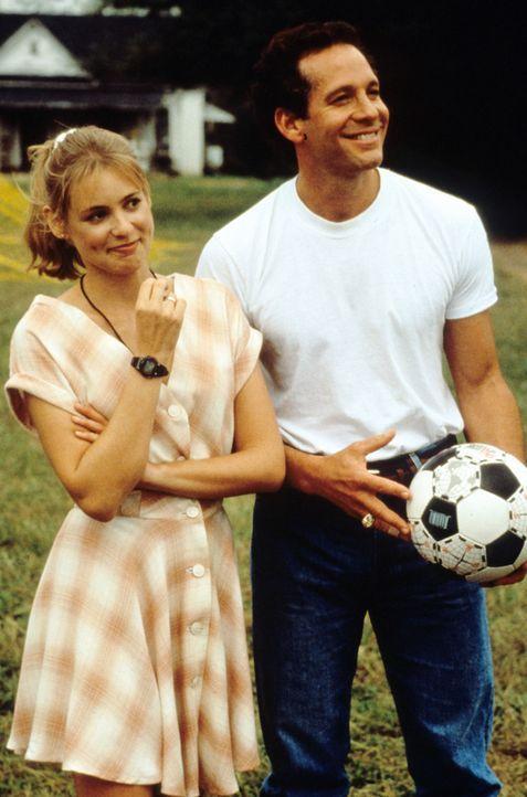 Nehmen den Kampf auf: Anna (Olivia d'Abo, l.) und Tom (Steve Guttenberg, r.) ... - Bildquelle: Walt Disney Pictures