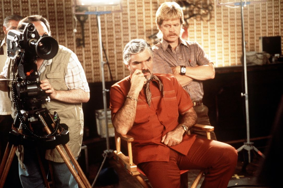 """Regisseur Jack Horner (Burt Reynolds, M.) träumt davon, einen """"ernsthaften"""" Sexfilm zu drehen ... - Bildquelle: New Line Cinema"""