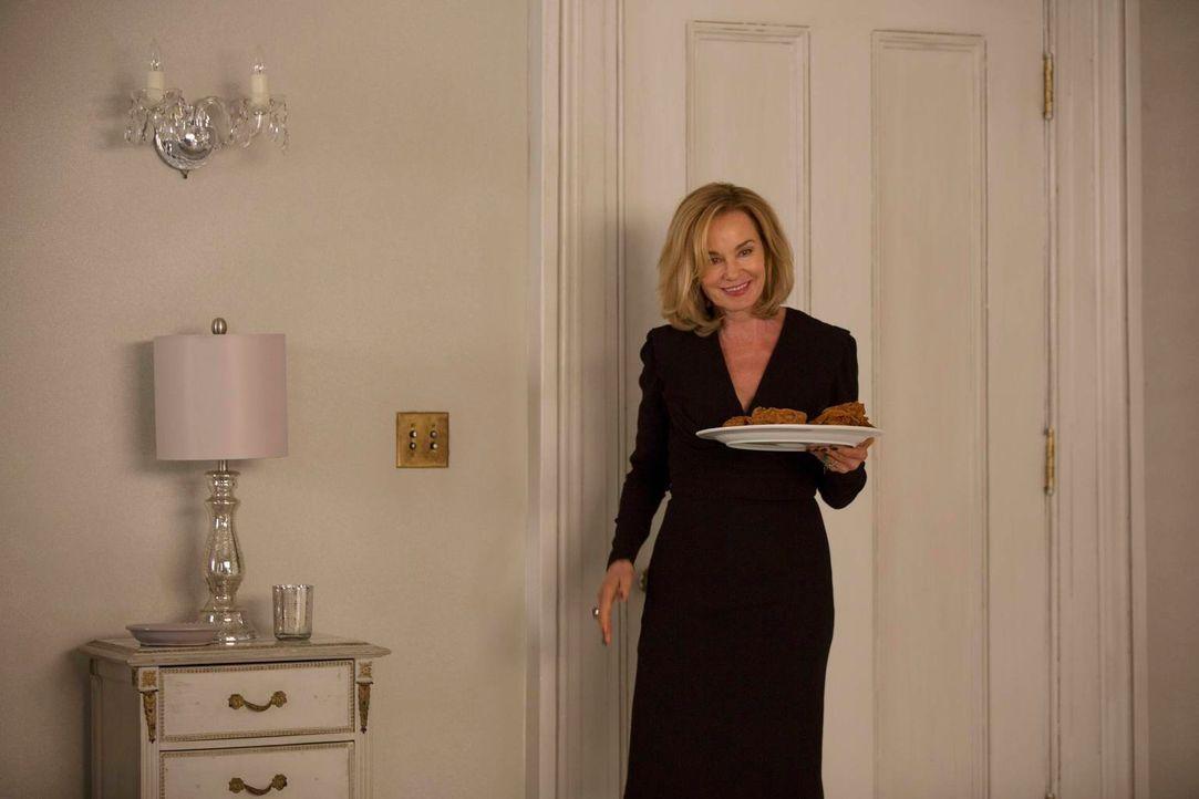 Kann Fiona (Jessica Lange) die zwei Junghexen und damit auch all ihre Schwestern noch rechtzeitig retten? - Bildquelle: 2013-2014 Fox and its related entities. All rights reserved.