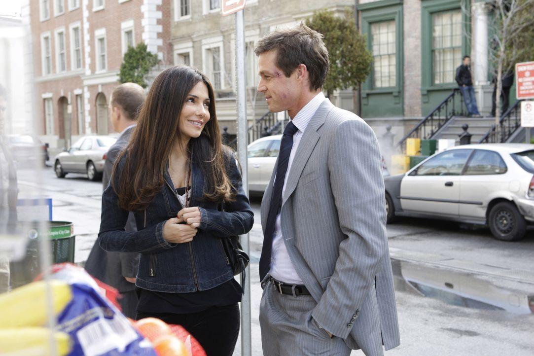 Kim (Vanessa Marcil, l.) und Martin Fitzgerald (Eric Close, r.) fühlen sich wohl in ihrer Beziehung. - Bildquelle: Warner Bros. Entertainment Inc.