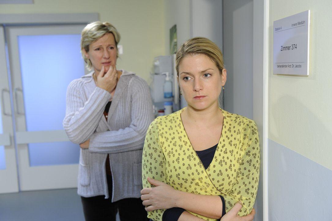 Anna (Jeanette Biedermann, r.) und Susanne (Heike Jonca, l.) sorgen sich um Katja, die einfach nicht wahrhaben will, dass sie nie wieder laufen kann... - Bildquelle: SAT.1
