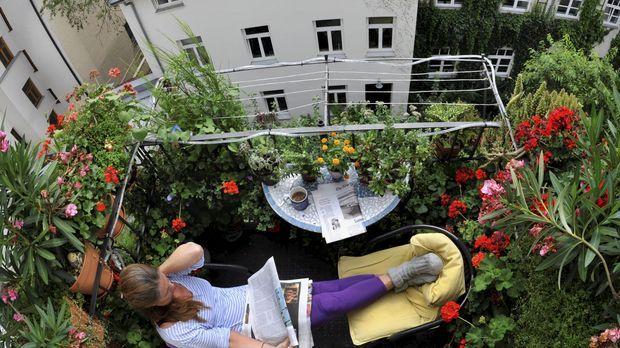 balkon bepflanzen sat 1 ratgeber. Black Bedroom Furniture Sets. Home Design Ideas