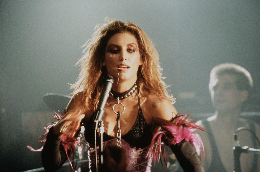 Eines Tages muss die Sängerin Ruby (Jennifer Esposito) erfahren, dass zuviel Wärme nicht gut tut ... - Bildquelle: Buena Vista International