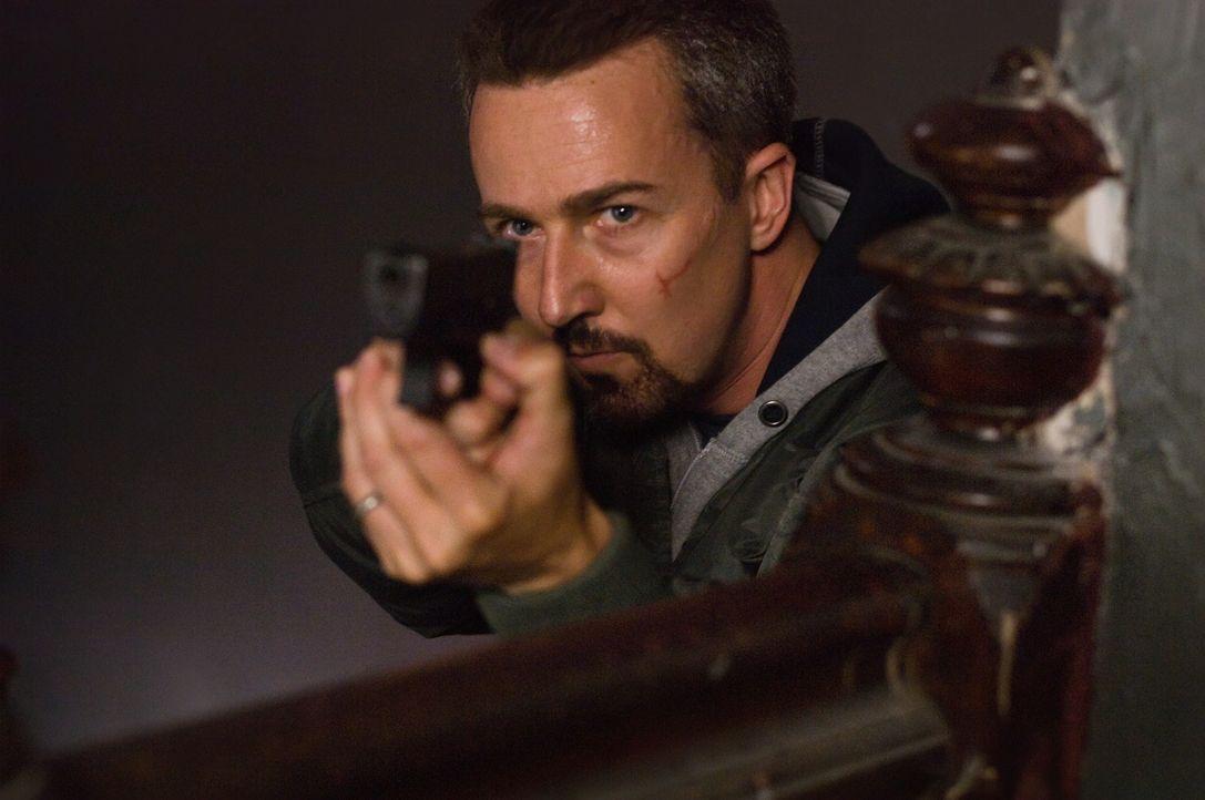 Detective Ray Tierney (Edward Norton) muss sich schnell entscheiden, wem er sich verpflichtet fühlt: den eigenen Verwandten oder den Vorgesetzten ... - Bildquelle: 2008   Warner Brothers