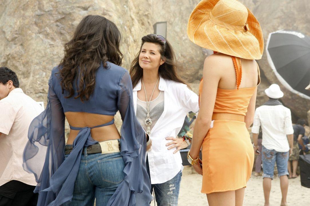 Ist Riley (Jessica Lucas, l.) wirklich das richtige Mädchen für dieses Shooting? Das fragen sich auch Ella (Katie Cassidy, l.) und Jo (Daphne Zuni... - Bildquelle: 2009 The CW Network, LLC. All rights reserved.