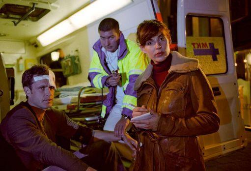 Mit Herz und Handschellen - Nina (Elena Uhlig, r.) versucht herauszufinden, o...
