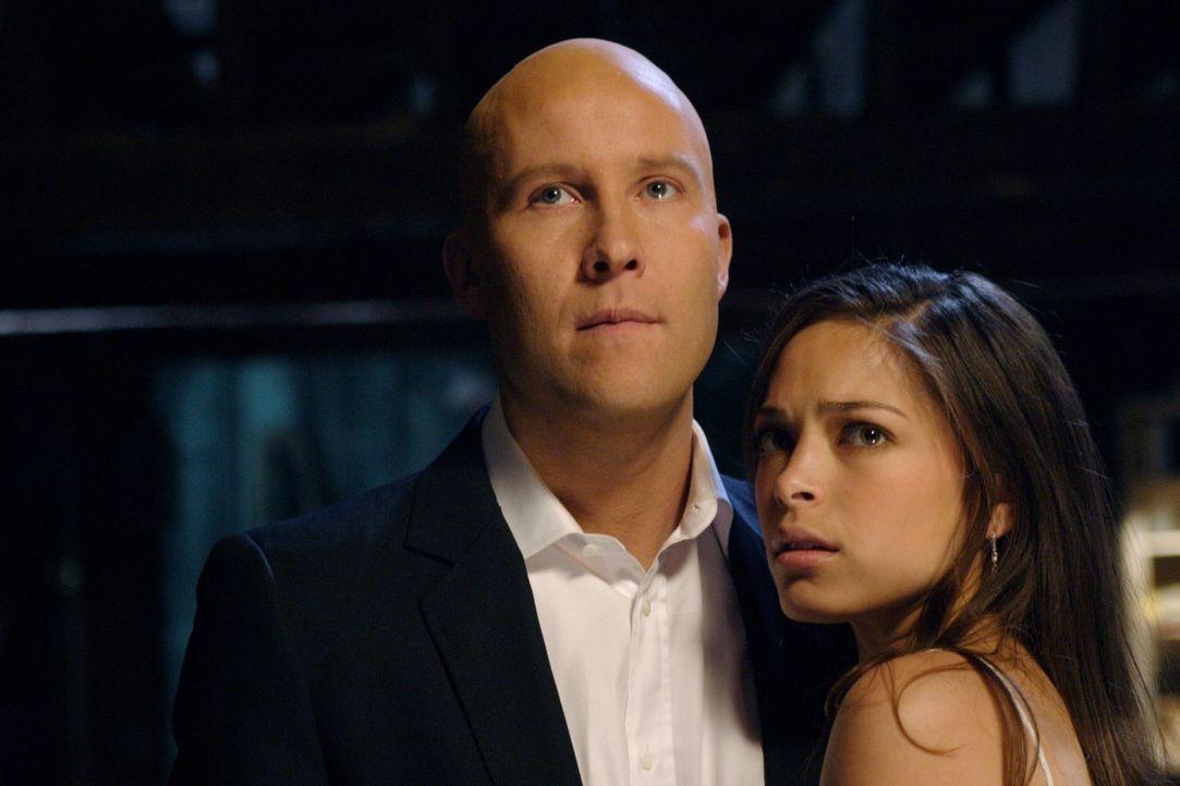 Werden Lex (Michael Rosenbaum, l.) und Lana (Kristin Kreuk, r.) trotz der vielen Hindernisse heiraten können? - Bildquelle: Warner Bros.