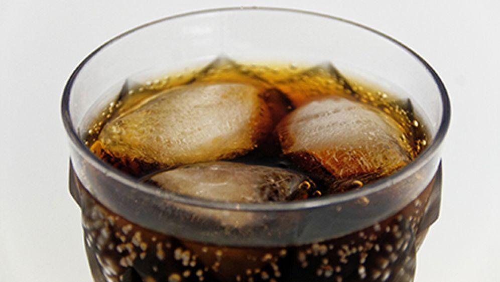 Kleiner Kühlschrank Cola : Wunderwaffe im haushalt überraschende putztricks mit cola