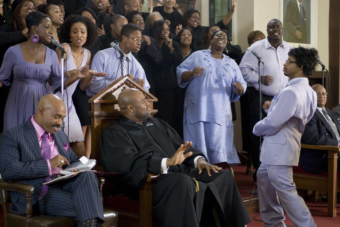 Der exzentrische Chorleiter Rickey (Katt Williams, r.) zieht mit seinem Chor die Massen an. Pastor Pastor Arthur Mitchell (Chi McBride, M.) gefällt... - Bildquelle: 2007 Screen Gems, Inc. All Rights Reserved.