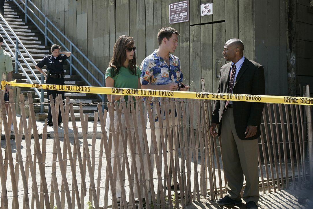 Unter der Sonne von LA versuchen LAPD Det. Monroe (Reginald James, r.), Ziva (Cote de Pablo, l..) und Tony (Michael Weatherly, M.), einen Mordfall z... - Bildquelle: CBS Television