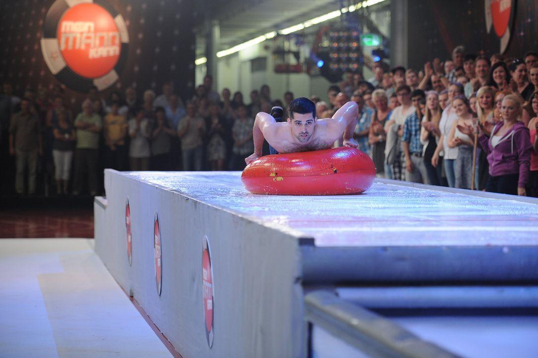 Beim Body-Curling, gibt Jan alles, damit er seine Aufgabe erfolgreich besteht ... - Bildquelle: Willi Weber SAT.1