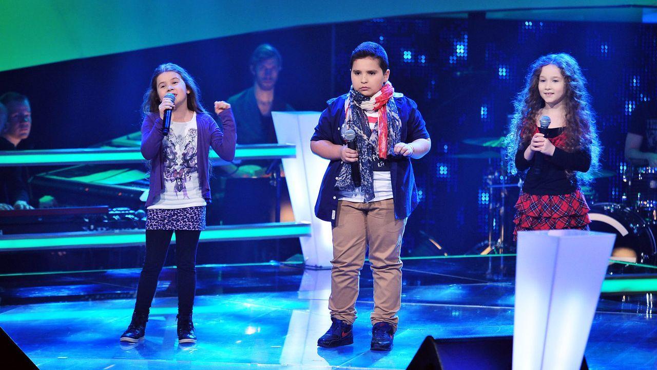 The-Voice-Kids-Stf02-Epi05-Salvatore-Larissa-EmmieLee-9-SAT1-Andre-Kowalski - Bildquelle: SAT.1/Andre Kowalski