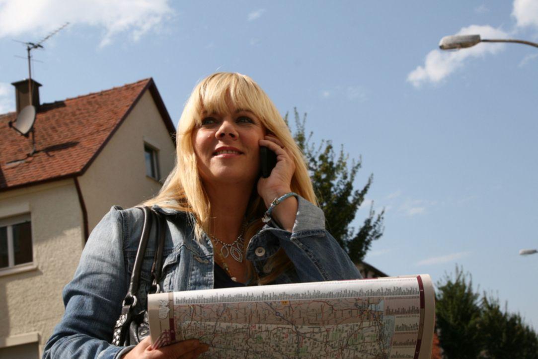 Julia Leischik reist um den Erdball, um nach vermissten Personen zu suchen. - Bildquelle: Tim Biggs SAT.1