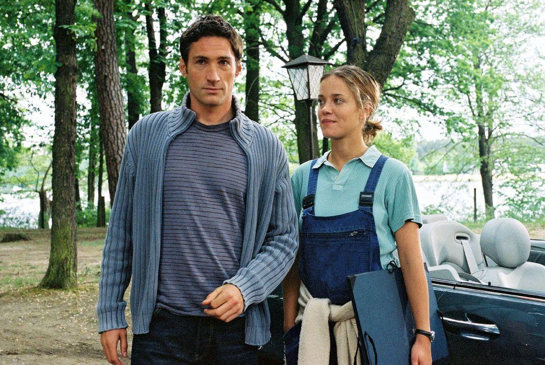 Bei der Vorbereitung seiner Hochzeit mit Karen fühlt sich Hannes (Benjamin Sadler, l.) immer stärker zu Nina (Muriel Baumeister, r.), der Besitzerin... - Bildquelle: Noreen Flynn Sat.1