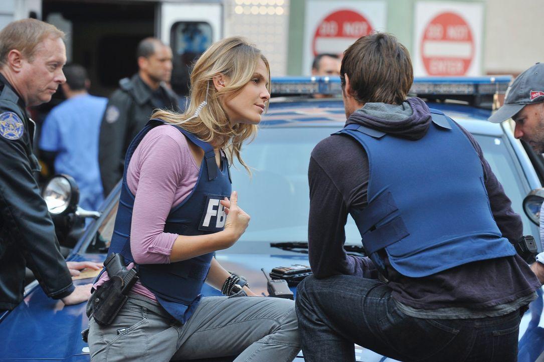 Als in einer High School in Fredericksburg eine Bombe hochgeht, müssen Gina (Beau Garrett, 2.v.l.) und Mick (Matt Ryan, 2.v.r.) schnell reagieren, u... - Bildquelle: ABC Studios