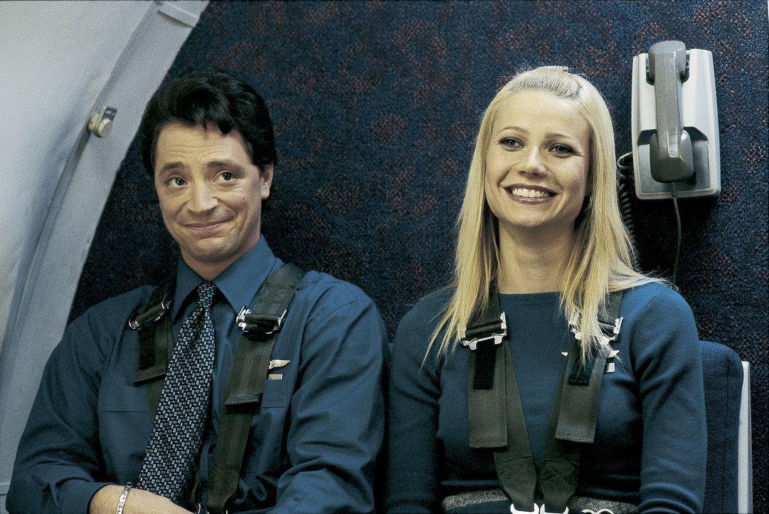 Ein Traum wurde wahr: Donna Jensen (Gwyneth Paltrow, r.) mit ihrem Kollegen Randy Jones (Joshua Malina, l.) hoch über den Wolken ... - Bildquelle: Miramax Films