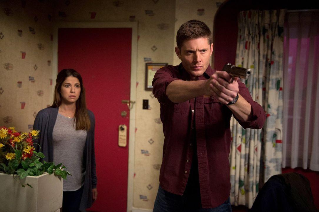 Wie weit wird Dean (Jensen Ackles, r.) gehen, um der jungen Mutter Melissa (Luciana Carro, l.) zu helfen? - Bildquelle: 2014 Warner Brothers