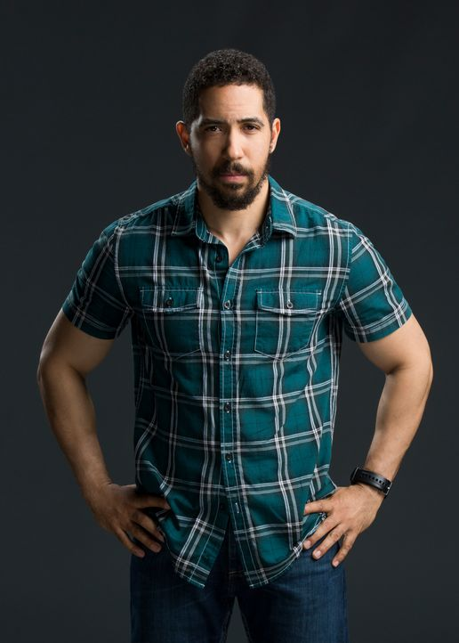 Neil Brown jr. ist Ray Perry