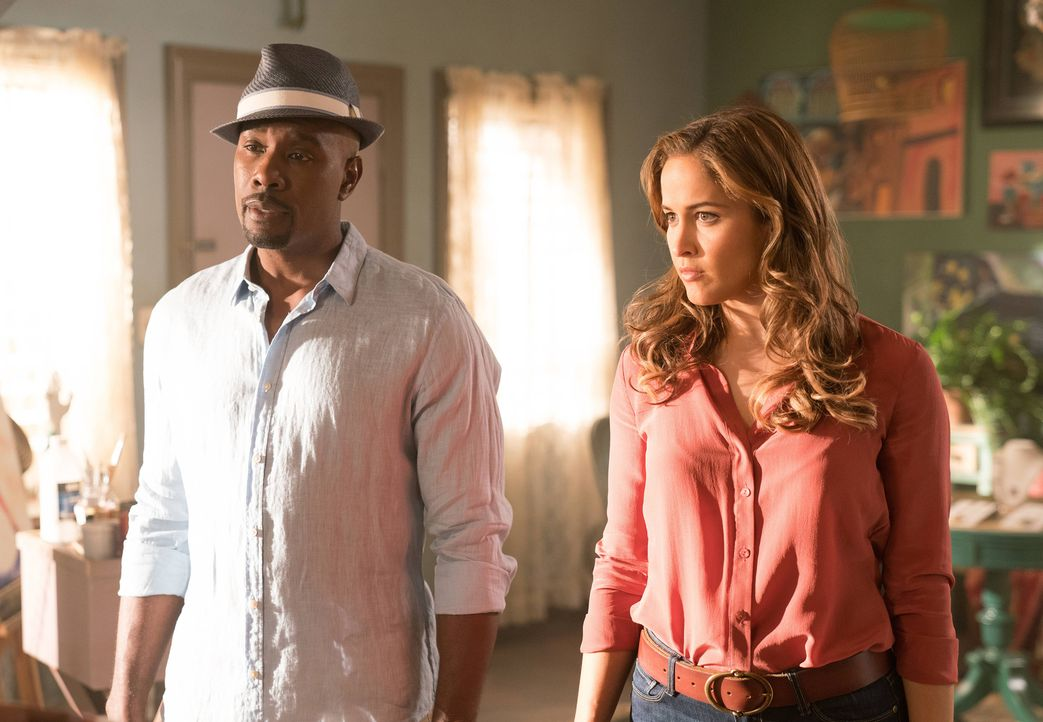 Die Ermittlungen von Rosewood (Morris Chestnut, l.) und Villa (Jaina Lee Ortiz, r.) zu Geralds Fall führen sie nach Kuba, wo sie etliche Rätsel löse... - Bildquelle: 2016-2017 Fox and its related entities.  All rights reserved.