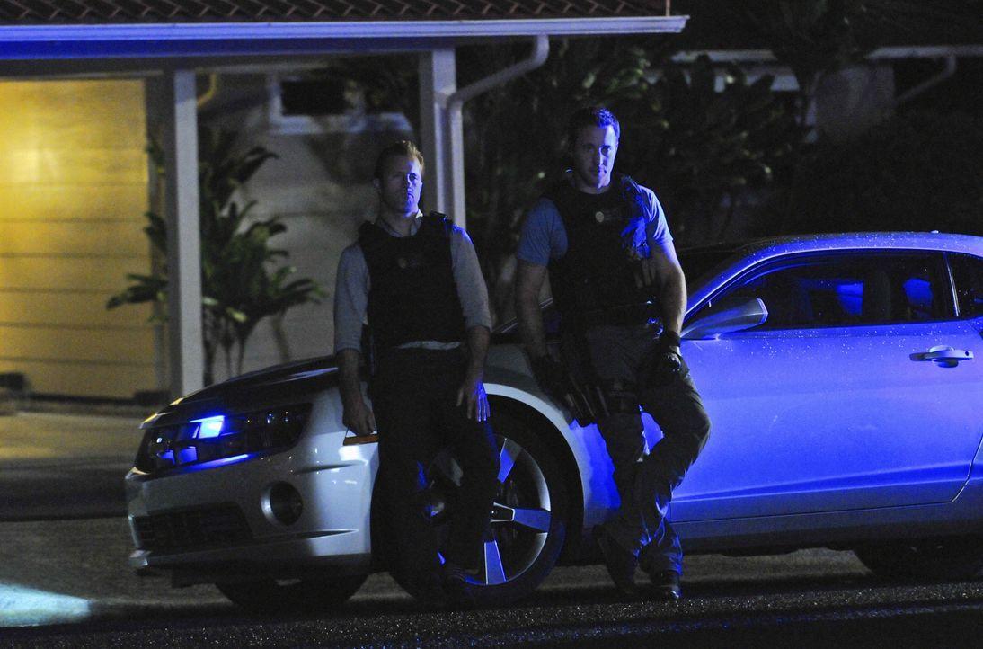 Ein neuer Fall beschäftigt Steve (Alex O'Loughlin, r.) und Danny (Scott Caan, l.) ... - Bildquelle: 2012 CBS Broadcasting, Inc. All Rights Reserved.
