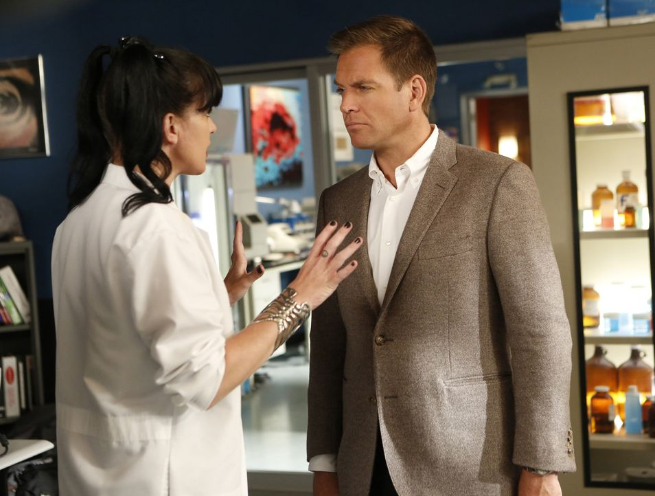 Müssen einen Mörder fassen: Tony (Michael Weatherly, r.) und Abby (Pauley Perrette, l.) ... - Bildquelle: 2014 CBS Broadcasting, Inc. All Rights Reserved