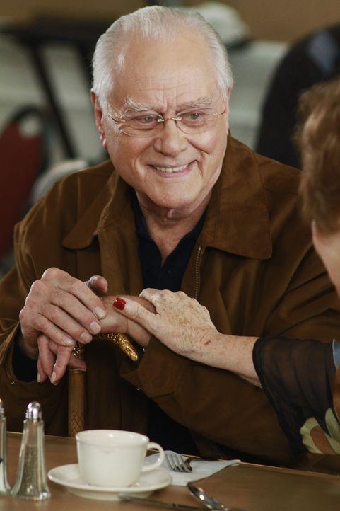 Lynettes zukünftiger Stiefvater: Frank (Larry Hagman) ... - Bildquelle: Touchstone Pictures