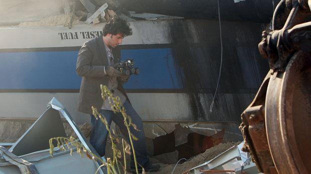 Ein Personen- und ein Güterzug rasen ineinander. Charlie (David Krumholtz) un...